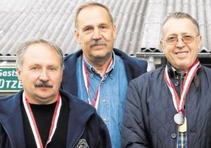 Platz zwei belegte die Mannschaft des KKS Bad König bei den Hessenmeisterschaften der Vorderladerschützen mit (von links) Helmut Glende, Rolf Müller und Georg Schuchmann. Foto: Werner Wabnitz