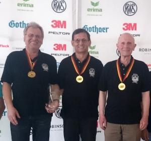 Deutsche Meisterschaften der Vorderladerschützen in Pforzheim (von links): Norbert Neumann, Reiner Holla und Walter Alban